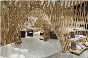 7ème arrondissement paris boutique Hermes avec une architecture originale qui en fait un magasin de luxe pour le shopping parisien