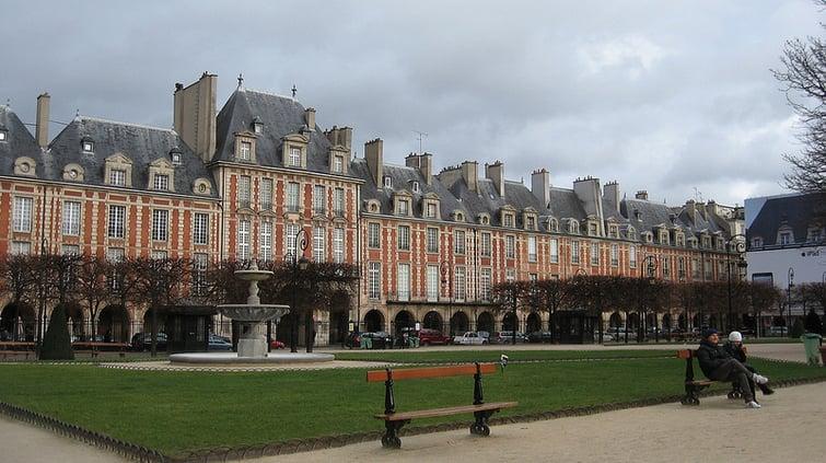 Place des Vosges - Paris Attitude