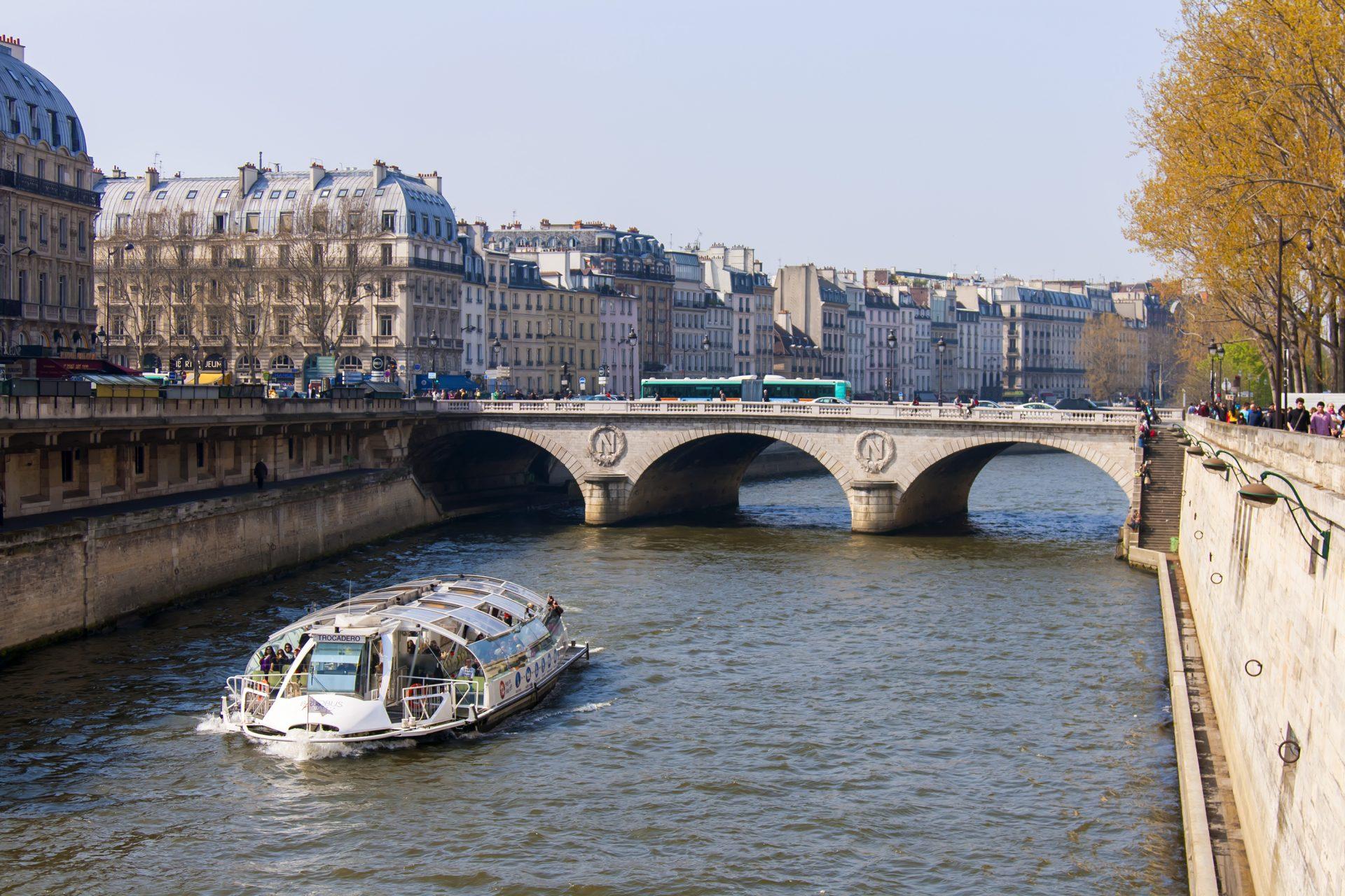 batobus-traveling-paris